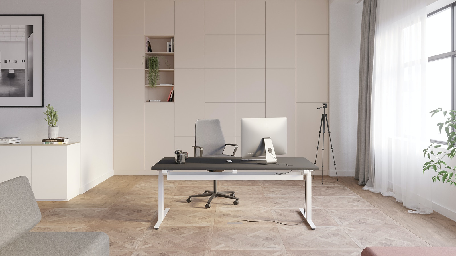 Home office with parquet floor, height-adjustable desk with white table form and black tabletop with a swivel chair in grey and black. Behind the workstation is a white panel, right is a window with curtains and a telescope. At the left side is a white shelf an a picture above. In the front you can see lounge furniture.